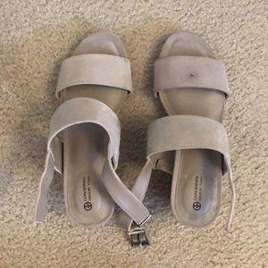 Grey Giani Bernini Memory Foam Sandals. Size 6